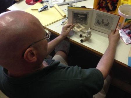 Este libro para invidentes también lleva impresas las ilustraciones gracias a la tecnología 3D