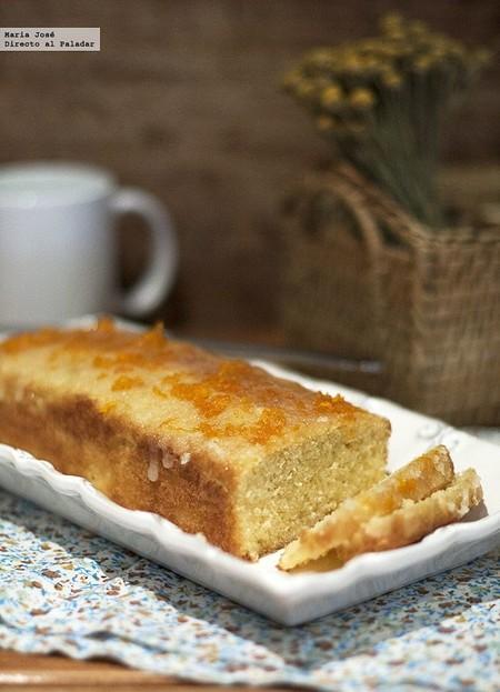 Este esponjoso cake de naranja con glasa de naranja es la receta perfecta para cambiar tus meriendas