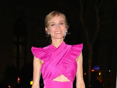Diane Kruger o cómo llevar un vestido rosa fucsia en un evento de etiqueta (vas a querer lucir igual que ella)