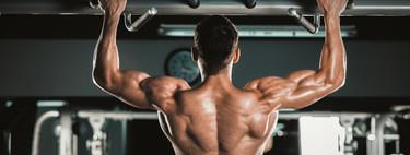 Siete ejercicios con pesas para entrenar tu espalda en el gimnasio