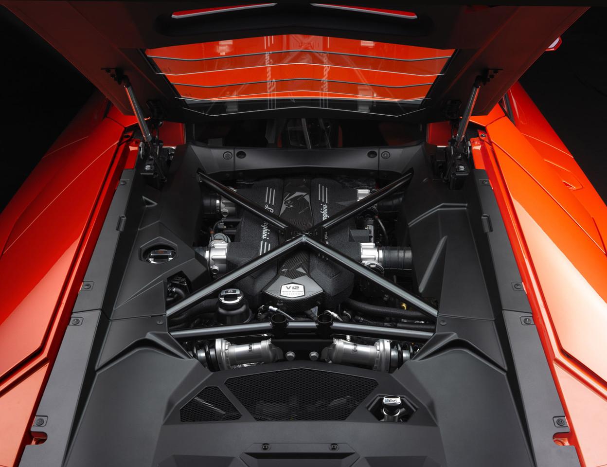 Foto de Lamborghini Aventador LP700-4 (9/62)
