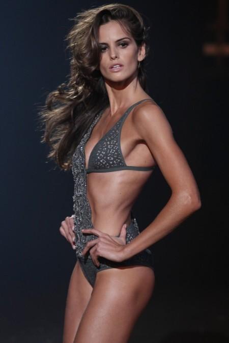 Etam le hace la competencia a Victoria's Secret en su desfile de París