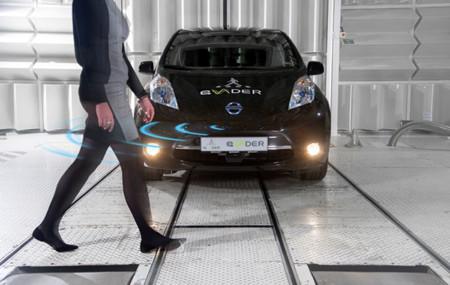 Calladito te ves... ¡Menos! Nissan añade a sus autos eléctricos una alerta auditiva para peatones