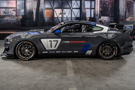 Ford Mustang GT350r C4 Ford Performance 1