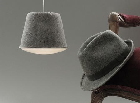 Fieltro en complementos de moda y también en las lámparas de tu hogar