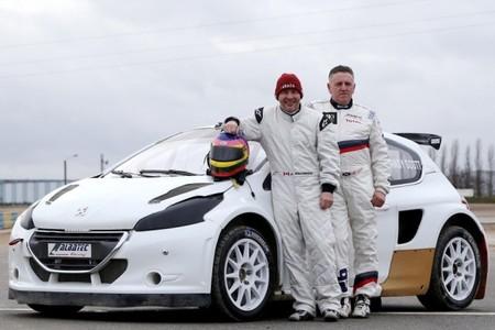 Jacques Villeneuve nos muestra su habilidad al volante de un coche de RallyCross