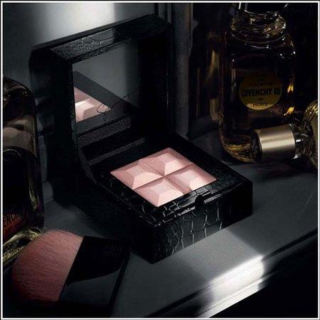Un lujo de Navidad en Givenchy: la polvera 'Prisme Collector Sparkling Powder'