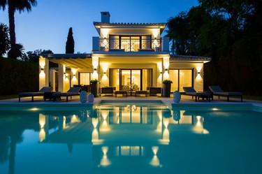 Armonía y amplitud en esta casa de Andalucía con la piscina como gran protagonista