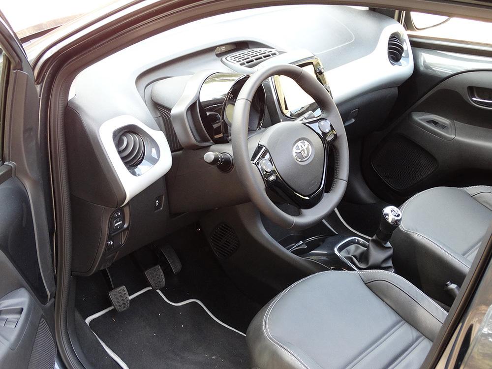 Foto de Prueba Toyota AYGO 2016: interiores, todas las fotos (27/62)