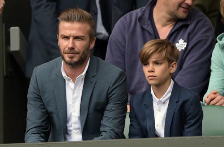 Estos sí que son looks de diez: impresionantes David y Romeo Beckham en Wimbledon