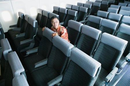 Miedo a volar: cómo ayudar a un amigo en su primer vuelo
