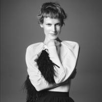 Zara sigue inspirándose en las últimas tendencias en volúmenes: hoy Giambattista Valli