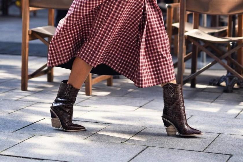 a21604654b Los botines cowboy son el calzado más deseado  los 27 modelos más  in  de  la temporada