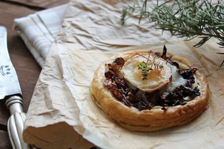 Tartaletas de puerro y queso de cabra: receta de entrante sencillo
