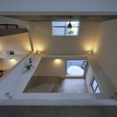Foto 3 de 14 de la galería casas-poco-convencionales-viviendo-en-una-estanteria-gigante en Decoesfera