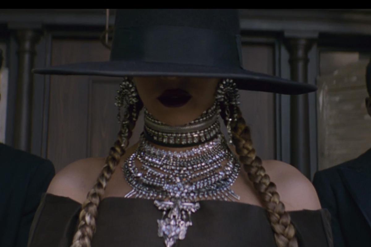 Foto de Vestuario de Beyoncé en Formation (3/21)