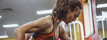 Todo lo que tienes que saber para organizar tu propia rutina de fuerza: ejercicios, series, repeticiones y descansos