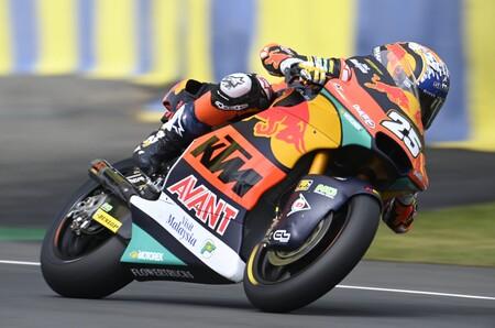 Raúl Fernández roza el liderato de Moto2 tras una consistente victoria de supervivencia en Le Mans