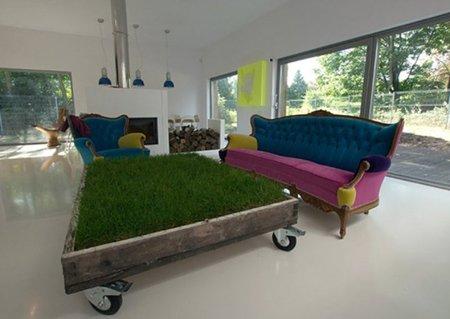 Una mesa de césped