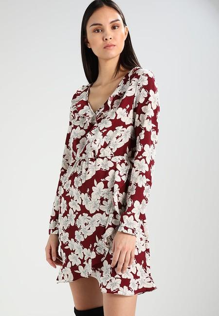 60% de descuento en el vestido estampado de Vila Vijolay en Zalando: ahora cuesta sólo 15,95 euros