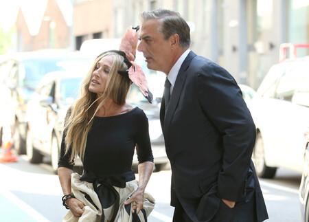 Un tocado de plumas rosas protagoniza el reencuentro de Carrie Bradshaw y Mr.Big en el rodaje de Sexo en Nueva York