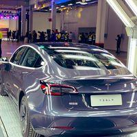 Tesla entrega sus primeros Model 3 'made in China' en Shanghái, pero de momento solo a empleados