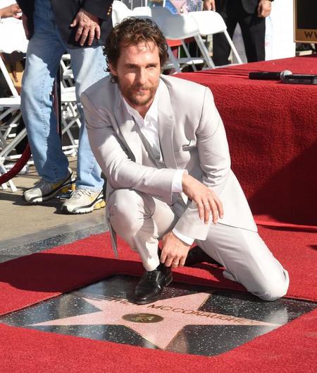 """Pero qué bien acompañado se nos """"estrelló"""" Matthew McConaughey"""