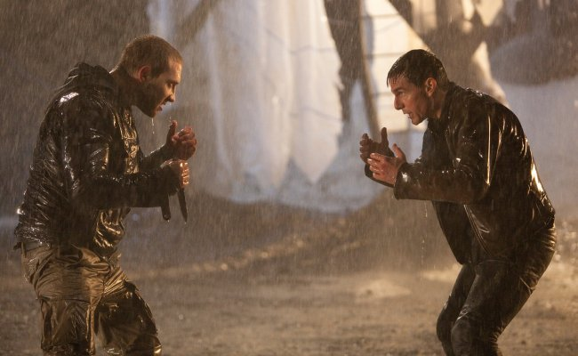 Jai Courtney y Tom Cruise en Jack Reacher