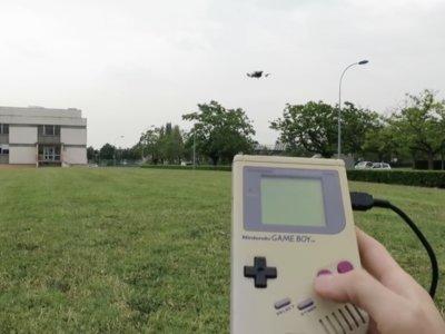 ¿Buscas un mando original para controlar un drone? Es momento de desempolvar tu Game Boy