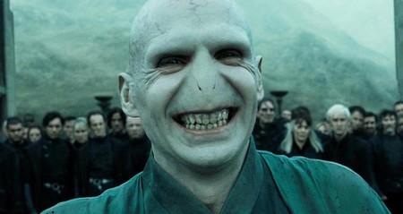 Ralph Fiennes considera peligroso interpretar a villanos... pero repetiría como Voldemort