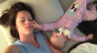 Dormir con el bebé no siempre es tan ideal como parece