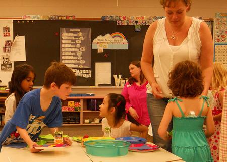 Los niños que cambian a la etapa de Educación Primaria necesitan el apoyo de sus padres