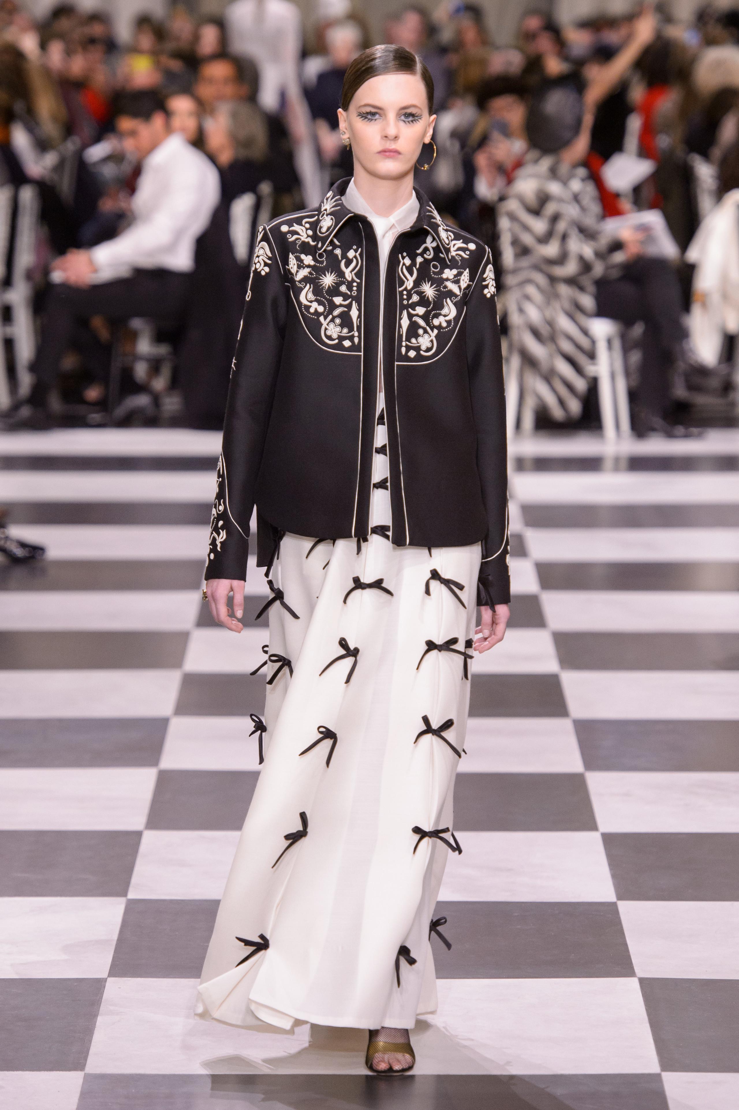 Foto de Dior Alta Costura: Maria Grazia Chiuri y su mágico desfile en blanco y negro Primavera-Verano 2018 (62/74)