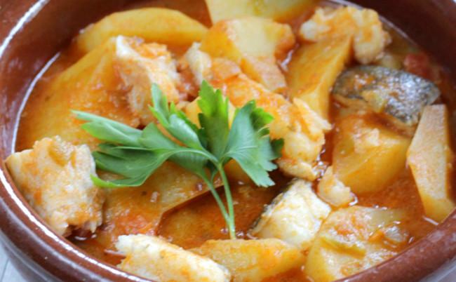 Patatas con bacalao o patatas guisadas con bacalao - Bacalao con garbanzos y patatas ...