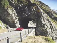 ¿Qué se siente manejar un Ferrari F40 en los Alpes suizos?