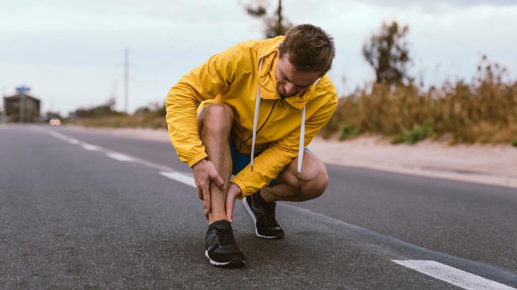 Periostitis tibial o dolor en las espinillas: por qué aparece este dolor al correr y qué puedes hacer para evitarlo