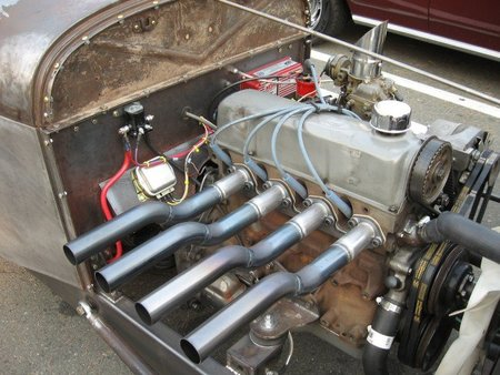 Motor cuatro cilindros clásico
