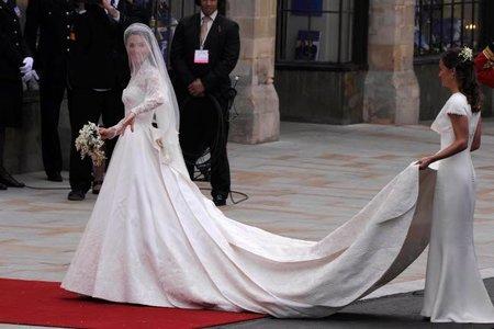 El look de Kate Middleton, duquesa de Cambridge en la Boda Real inglesa