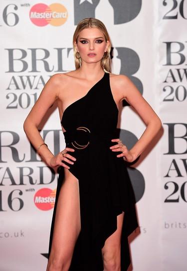 Lily Donaldson en los Brit Awards 2016: ¿pero dónde vas así vestida?