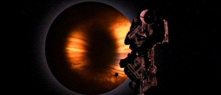 '2010, odisea dos', alejándose de Kubrick