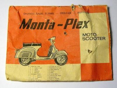 Los sobres de Montaplex llenos de objetos de plástico para recordar la infancia
