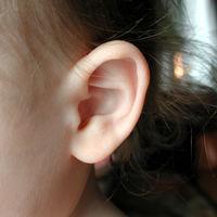 Implantes cocleares para bebés con sordera profunda, ¿qué son y cómo funcionan?