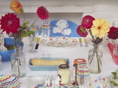 En Semana Santa llena tu mesa de flores y colores con estas propuestas de Cath Kidston