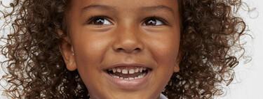 H&M avanza la vuelta al cole con una gran novedad: batas escolares por menos de 10 euros