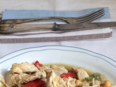Pollo guisado con salsa de avellanas. Receta