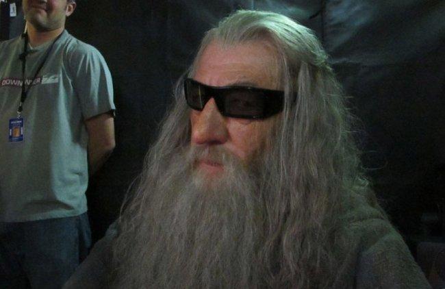 Ian McKellen con las gafas para ver El Hobbit en tres dimensiones