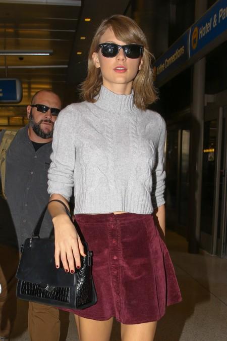 Taylor Swift sabe que el color burdeos es tendencia total