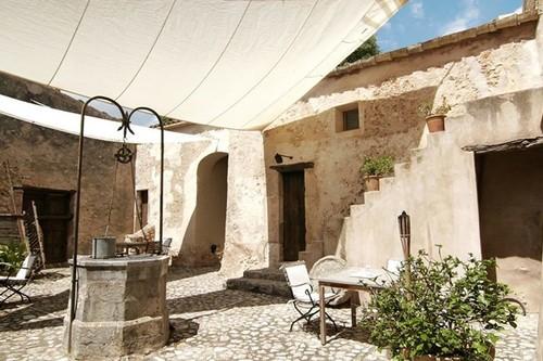 Entre las paredes de una casona del s.XIII en Mallorca, se ha levantado un pequeño hotel refugio en el que el descanso está asegurado