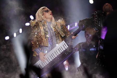 Lady Gaga Y Su Amor Por La Hombreras Vox Lux Natalie Portman