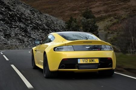 Aston Martin V12 Vantage S trasera